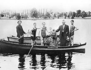 VictoriaPark-Kitchener-KaiserBust-1914